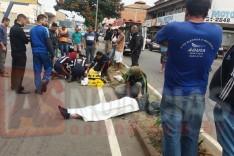 Mais duas pessoas em moto ficam feridas em cruzamento na Avenida Osório Sampaio na Vila Santa Rosa