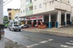 Bandido fura buraco em parede de Farmácia e rouba dinheiro e pertences no Juca Rosa