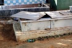 Túmulos são violados e crânios tirados em cemitério durante temporal