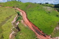 Pedreira – Prefeitura inicia etapa final de pavimentação no Alto da Barbacena