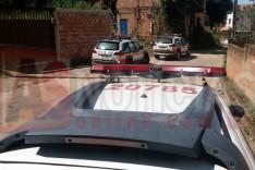 Tiros e veiculo Palio roubado recuperado no bairro Pedreira do Instituto em Itabira