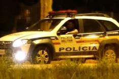Adolescentes são assaltados e bandidos armados levam celulares e blusas no bairro Praia