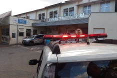 Bandidos em motocicleta roubam cerca de R$1800, 00 reais de mulher que caminhava no bairro Praia
