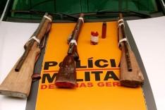 Em operações Rodoviários apreendem armas e prende homem foragido da justiça na região