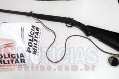 Denuncia leva a Policia Militar de Barão de Cocais a localizar espingarda usada em caça escondida em construção abandonada