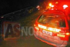 Micro-onibus tomba as margens de estrada de terra e deixa duas pessoas feridas em Caeté
