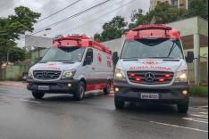 Prefeitura entrega duas ambulâncias para renovar frota do Samu
