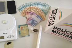 Militares do Distrito de Ipoema prenderam um suspeito por trafico de drogas em São Jose do Macuco