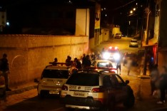 ROUBO FRUSTRADO: Bandidos armados tentaram levar Fiat Uno roubado mas acabara batendo o carro na fuga