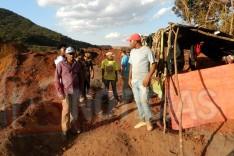 Família tem barracas destruídas por vigilantes da Vale na localidade de Vargem da Lua, em São Gonçalo do Rio Abaixo