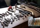 POLICIA CIVIL DE ITABIRA APREENDE GRANDE QUANTIDADE DE ARMAS EM UMA OFICINA DE ARMAS NO CANDIDOPOLIS