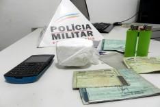PM prende dois suspeitos com um deles pedra de pasta base de cocaína no bairro Areão em Itabira