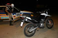 Policiais Rodoviários apreende moto furtada dentro de bagageiro de ônibus e prende suspeito na MG-129 no bairro Barreiro