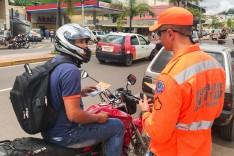 Transita realiza campanha educativa para motoristas e motociclistas