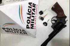 PM apreende dois menores com simulacro tentando furtar veiculo no bairro São Pedro
