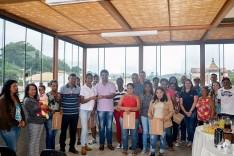 Prefeito Antônio Carlos entrega mais 16 casas em São Gonçalo