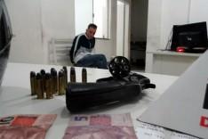 PM  prende homem do Espirito Santo com arma, CNH falsa e mandado de prisão em aberto no bairro Água Fresca