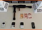 PM prende suspeitos após roubo com uso de réplica de submetralhadora em Monlevade