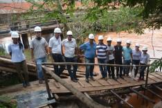 Vereadores visitam obras de reforma estrutural da ponte Benedito Valadares