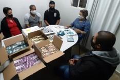 Clínica Bem Viver faz a entrega de material para prevenção ao uso de drogas