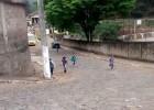 HOMEM ARMADO PROVOCA PÂNICO AO INVADIR ESCOLA EM BELA VISTA DE MINAS