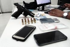 PM prende jovem na escadaria do Capa-égua com pistola .40 no bairro Major Lage de Baixo