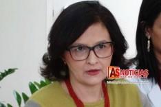 A atitude das pessoas não deve mudar conforme as ondas, diz Rosana Linhares