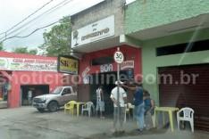 Bandidos furam buraco em parede do bar do Kuchito no campo do Grêmio e furtam fardos de cerveja em lata