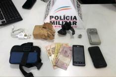PM prende indivíduos e drogas na Avenida Mariana no bairro Jardim das Oliveiras