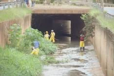 Cidade limpa – Ronaldo visita obras no Canal do Gabiroba