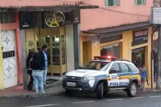 Bandidos armados em uma Honda XRE-300 tentaram assaltar relojoaria no Centro de Itabira