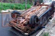 Veiculo é removido a patio pela PM depois de envolver em acidente no bairro Água Fresca em Itabira