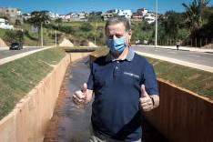 Ronaldo Magalhães e lideranças comunitárias visitam obras da avenida Integração