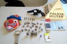 PM prende dois indivíduos suspeitos com drogas, objetos ilícitos e um revolver roubado de Policial