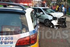 Motoqueiros ficaram feridos depois de colidirem contra um VW Polo no bairro João XXIII