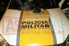 Policiais Rodoviários prendem homem e apreendem 8 barras de maconha no bairro Chapada na MG-129