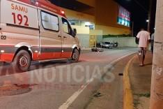 Entregador de lanches fica gravemente ferido depois de colidir contra poste de iluminação em Itabira