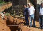 MEMBROS DA COMISSÃO DE SERVIÇOS PÚBLICOS MUNICIPAIS VISITAM OBRA NA VILA SANTA ROSA