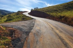 Prefeitura executa mais uma etapa do asfaltamento de morros rurais