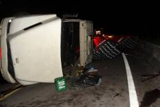 Motorista fica ferido em mais um tombamento de carreta no km 464 na estrada de Nova Era