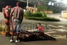 Colisão entre carro e moto deixa motociclista ferido na rotatória da Avenida Li Guerra no Praia