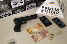 PM prende autores de roubo e recupera celulares levados na ação