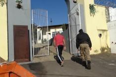 Bandidos invadem e arrombam cemitério do Cruzeiro para furtar ferramentas e violar sepulturas