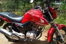 Bandido armado rouba motocicleta enquanto jovem aguardava namorada no Centro de Itabira
