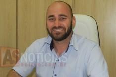 Câmara de São Gonçalo do Rio Abaixo entrega cheque no valor de mais de 800 mil reais para Prefeitura