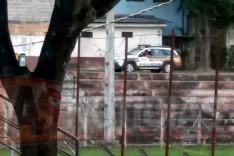 Homem tem veiculo arrombado e equipamentos furtados em estacionamento na Vila Santa Isabel