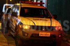Homens são surpreendidos quando conversavam em carro no Alto dos Pinheiros e ladrões levaram o veiculo em Itabira
