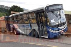 Um acidente com um ônibus deixou trabalhadores assustados no bairro Aboboras
