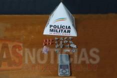 Policia Militar apreende drogas mais uma vez no Beco Jose Getúlio no bairro Jardim das Oliveiras em Itabira